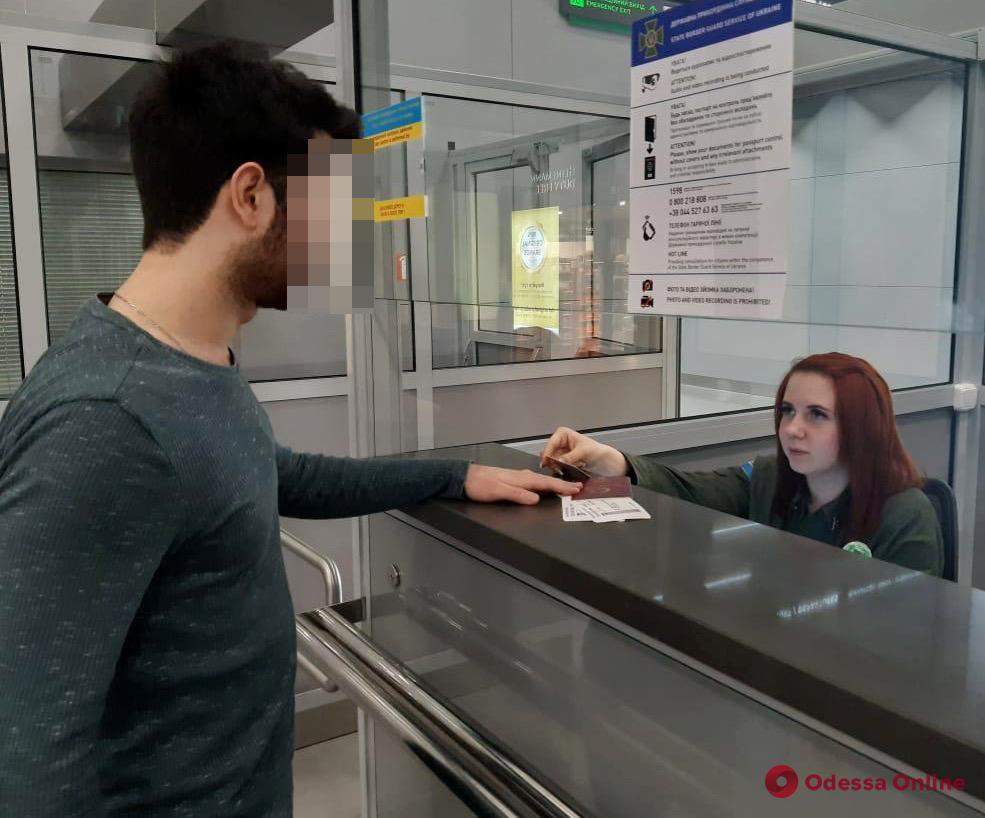 В Одесском аэропорту турок пытался улететь в Европу по поддельным документам