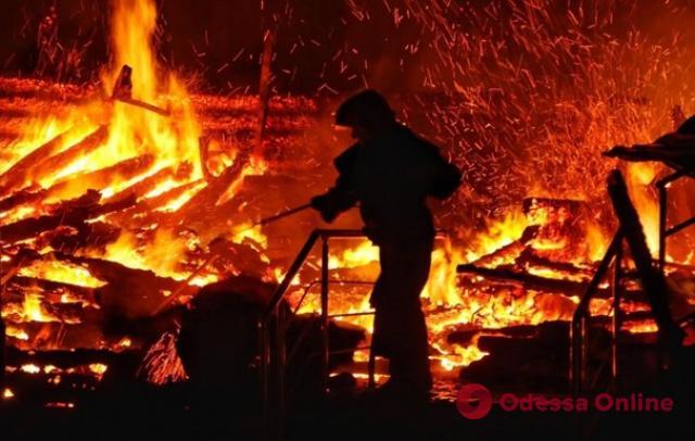 В Одесской области сожгли автомагазин