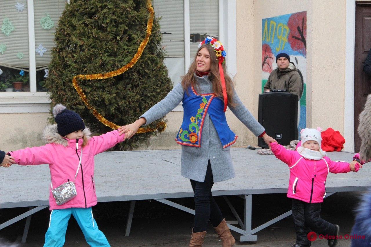В Одесском зоопарке гадали, водили хороводы и пели рождественские колядки (фото)
