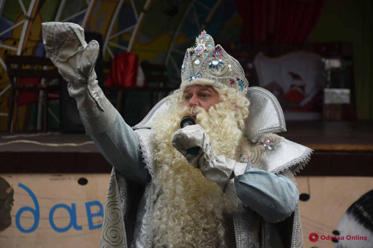 Конкурсы, сладости, подарки: в парке Шевченко проходит рождественский фестиваль (фото)
