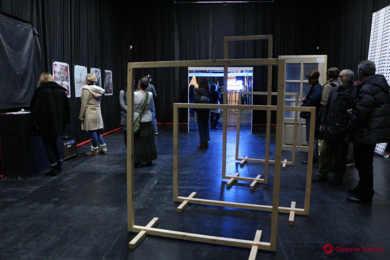 В Одессе открылась выставка о стереотипах и единении (фоторепортаж)