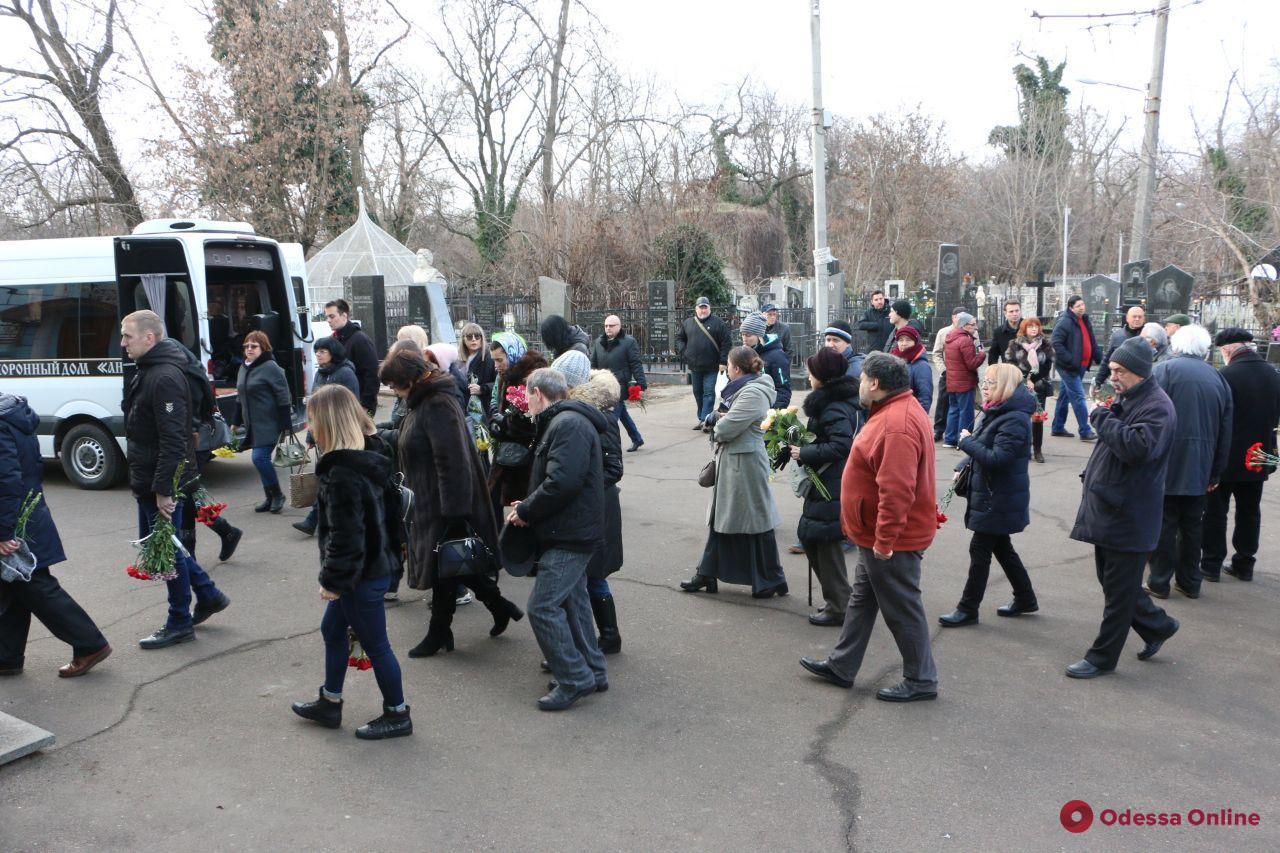 В Одессе проводили в последний путь известного журналиста