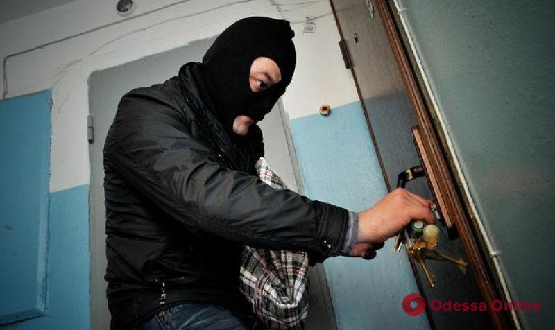 Возле многоэтажки на Грушевского поймали рецидивиста-домушника