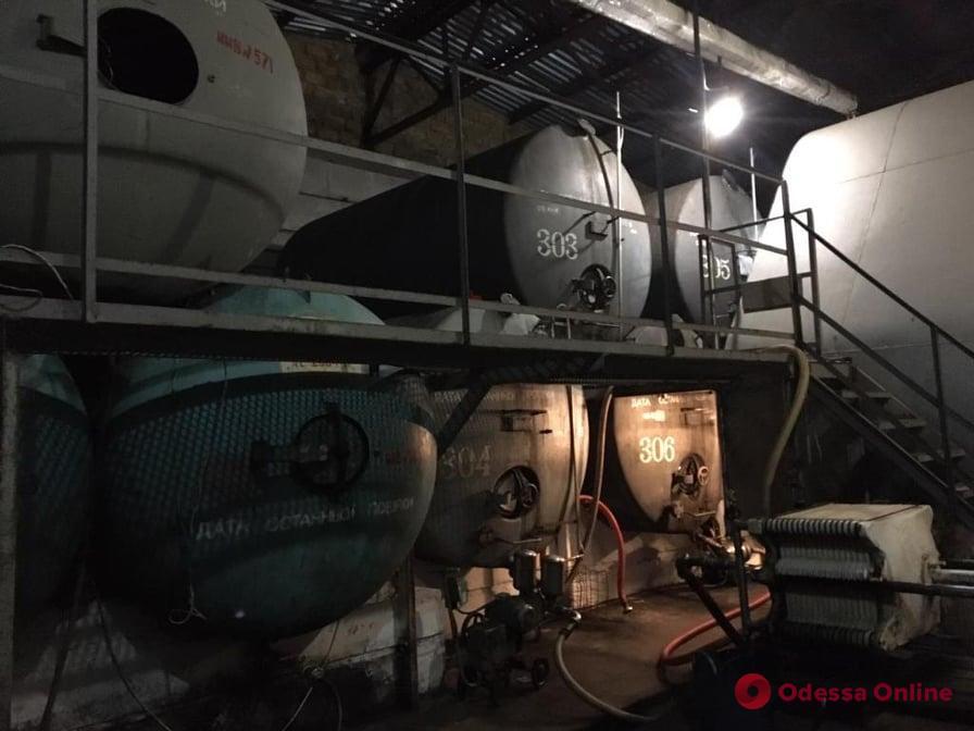 Под Одессой «накрыли» склад с контрабандным спиртным