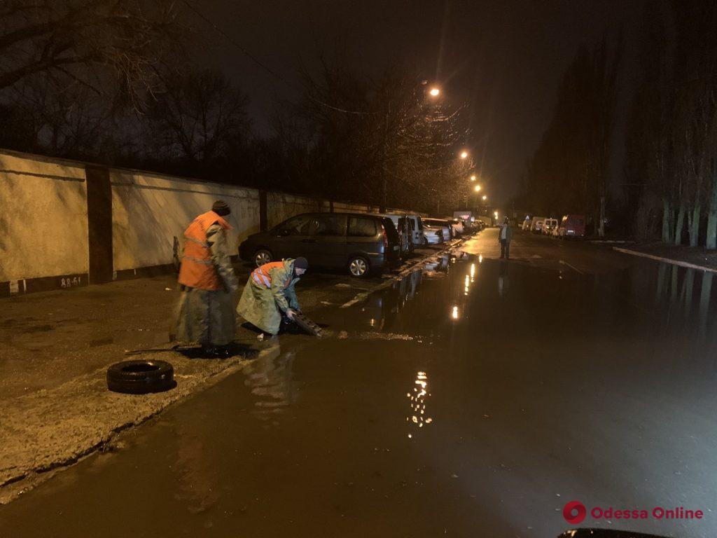 Ночной дождь затопил улицу Химическую