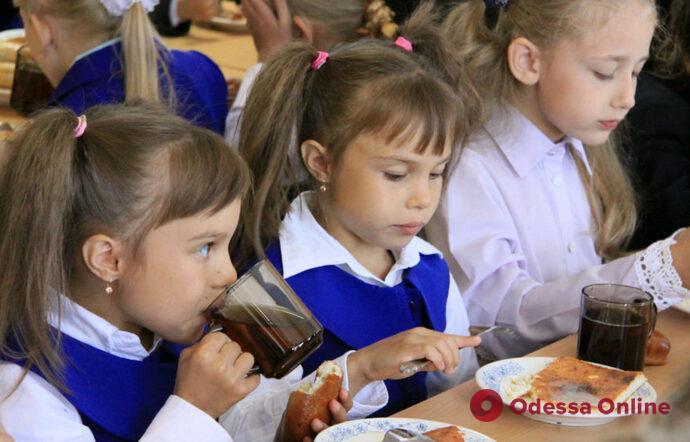 В Одессе откроют банковские счета для оплаты школьных обедов