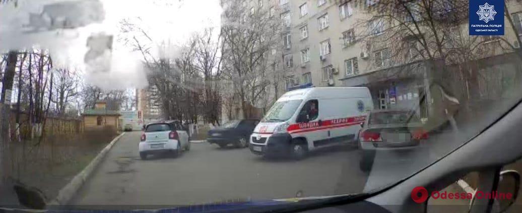 Одесские патрульные помогли доставить в больницу ребенка, который задыхался