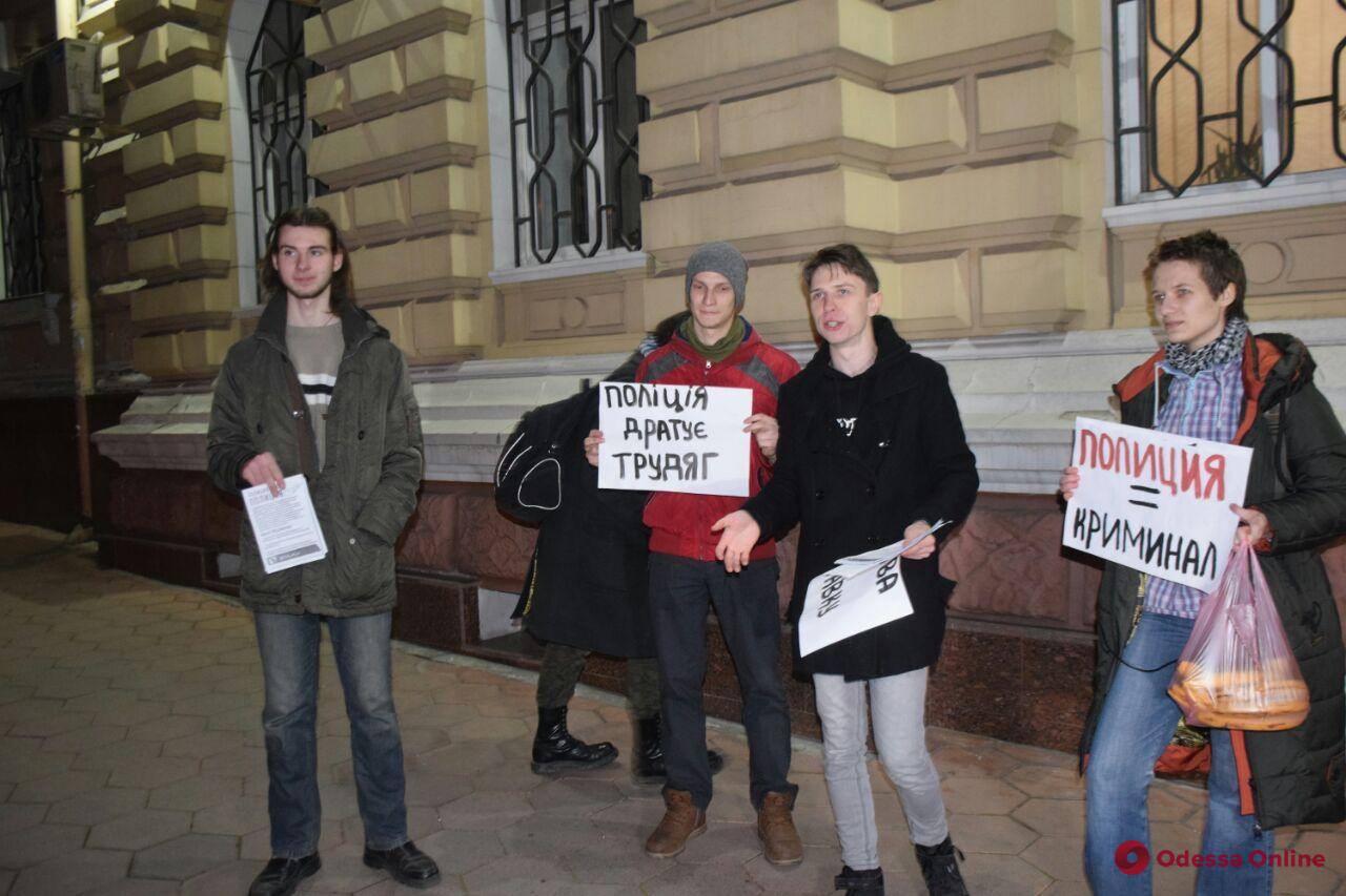 Увольнения мало: в Одессе студенты требовали наказать попавшихся на краже полицейских