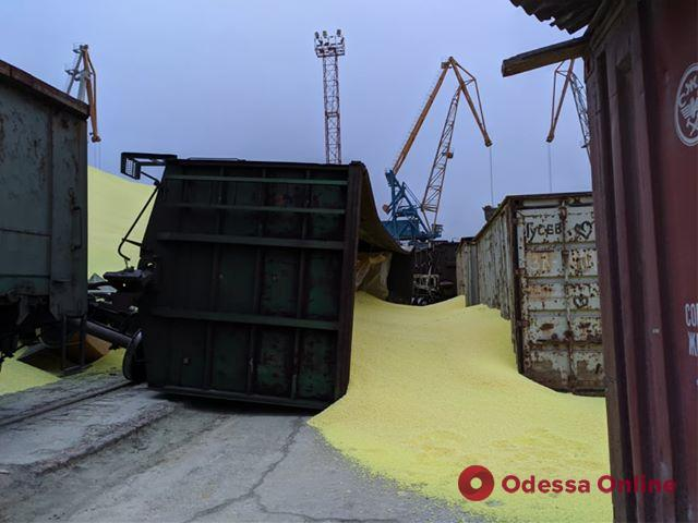 В порту Черноморска лопнуло хранилище с серой (фото, видео)