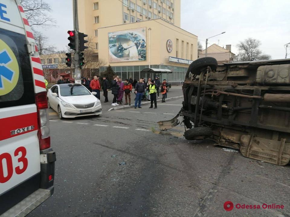 На Молдаванке столкнулись «ГАЗель» и Hyundai — пострадал 6-летний ребенок