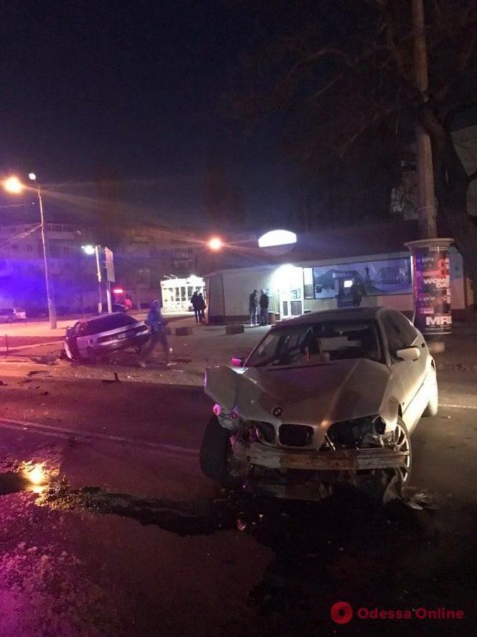На Черемушках столкнулись BMW и Toyota – есть пострадавшие