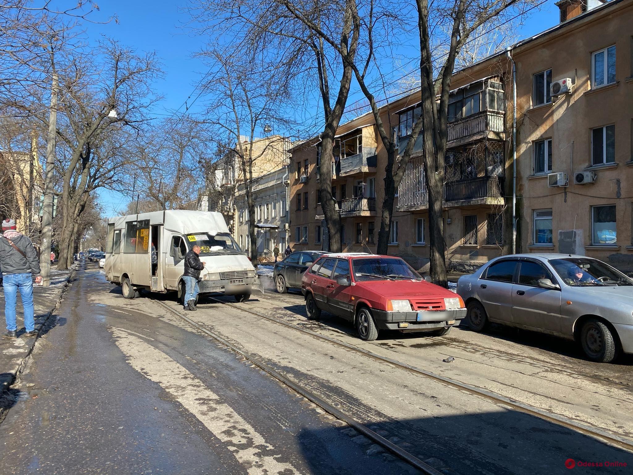 ДТП на Старопортофранковской заблокировало движение трамваев