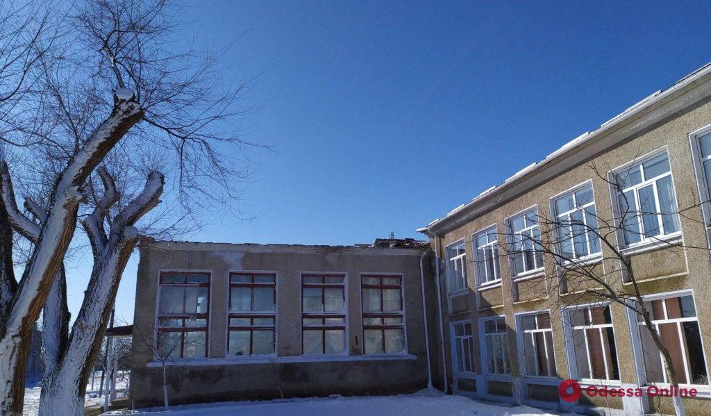 В Одесской области ветер сорвал крышу со школьного спортзала