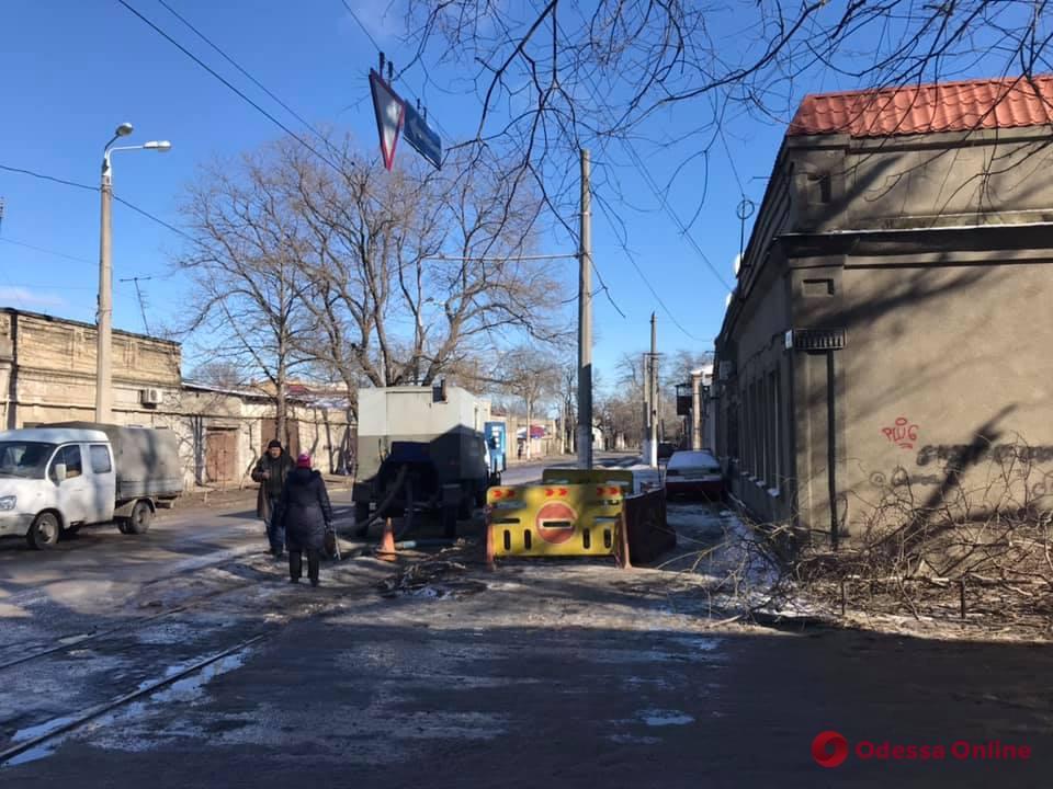 В Одессе дорога провалилась в катакомбы. Фото