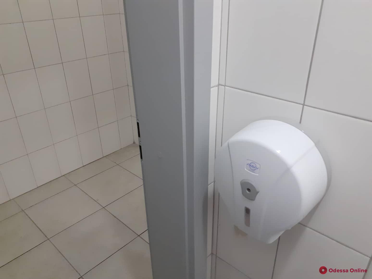 В «новой мэрии» на Косовской произошел переполох из-за тысячи евро в туалете