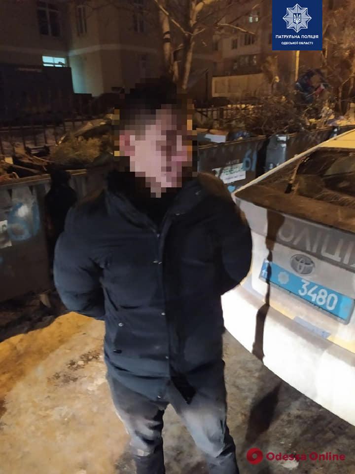 На поселке Котовского поймали колесных воров «за работой»