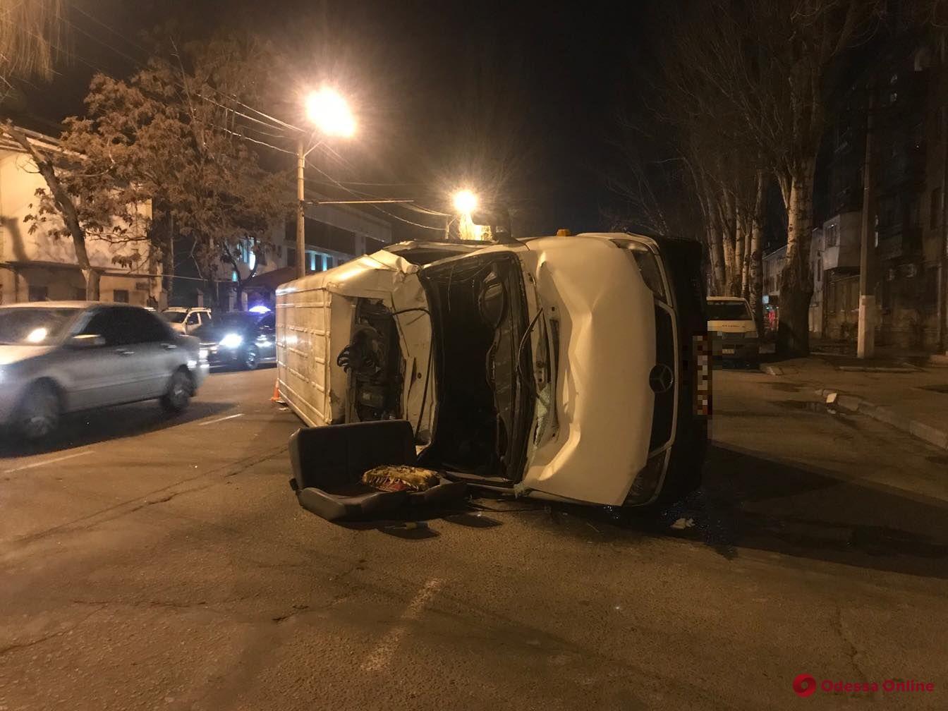 На Пересыпи столкнулись микроавтобус и две легковушки — есть пострадавшие (обновлено)