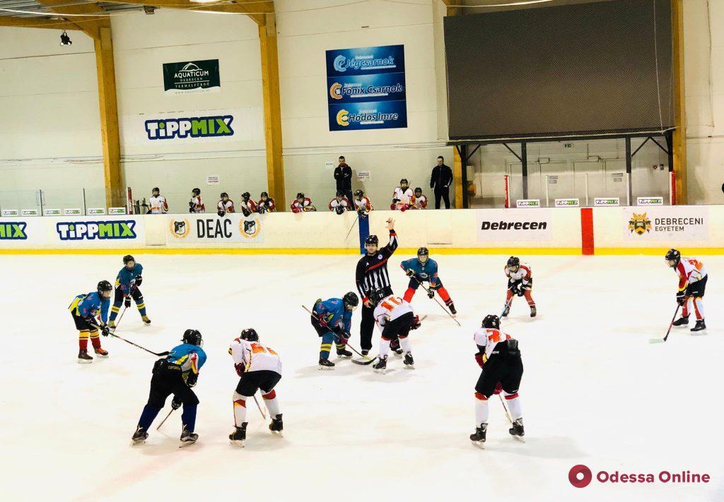 Хоккей: юные одесситы провели матчи третьего тура международного тура в Венгрии