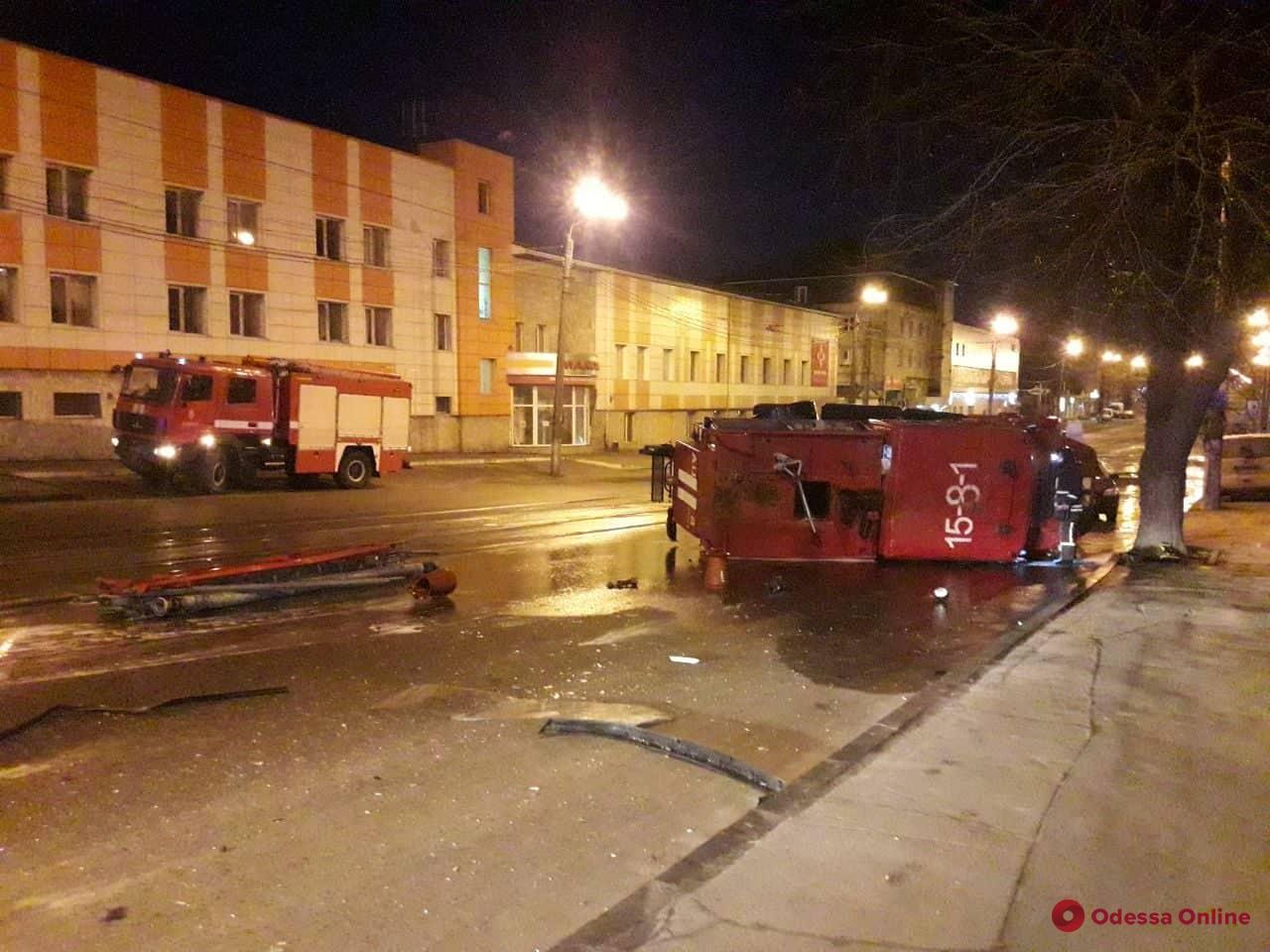 На Балковской перевернулся пожарный автомобиль