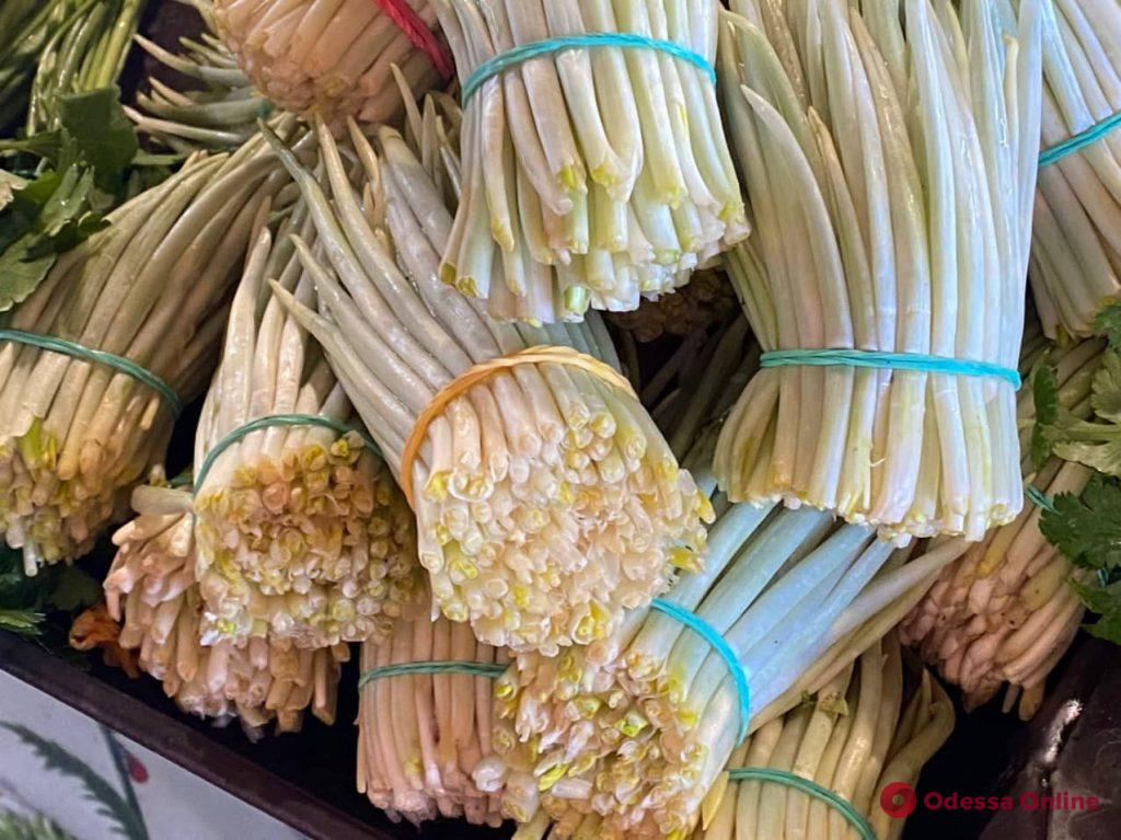 Черемша, микадо и ананас: воскресные цены на одесском «Привозе»