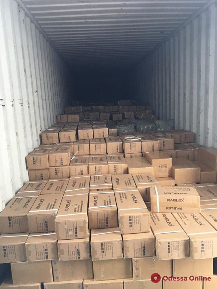 В Одесском порту задержали партию контрабандных батареек (фото)
