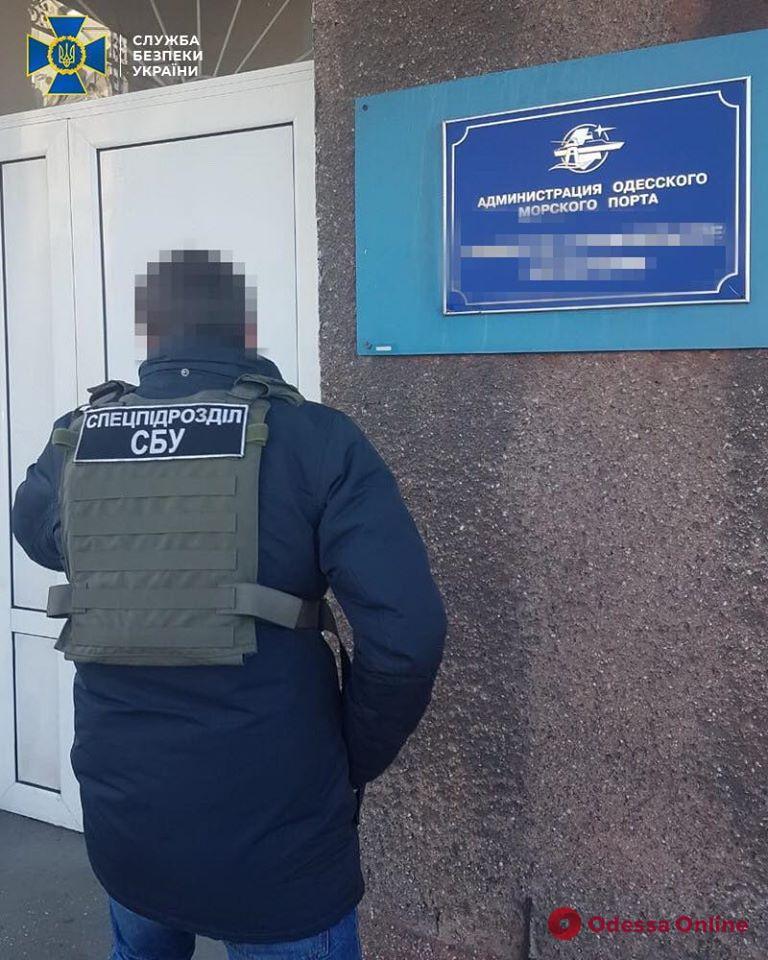 В Одесском порту и офисе АМПУ снова проходят обыски