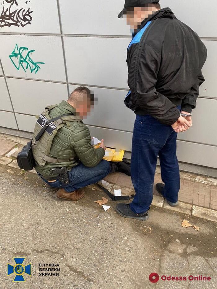 К одесскому «коллекционеру» оружия и боеприпасов нагрянули сотрудники полиции и СБУ (видео, обновлено)