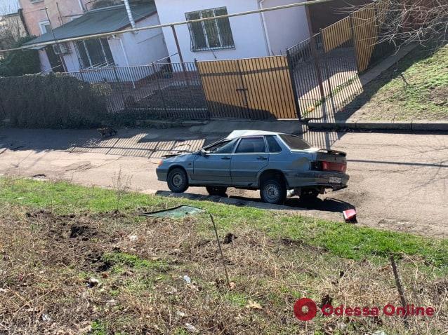 На Грушевского легковушка перевернулась после столкновения с грузовиком