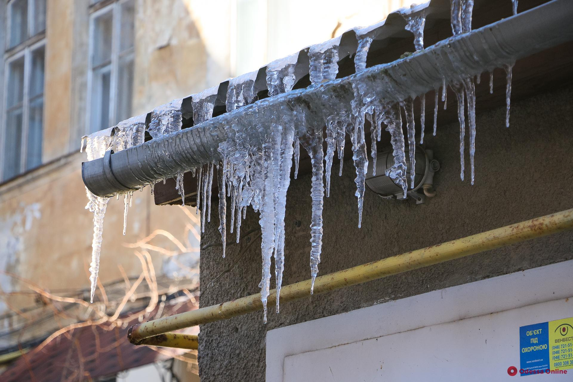 От 850 до 1700 гривен: одесских предпринимателей будут штрафовать за сосульки на крышах