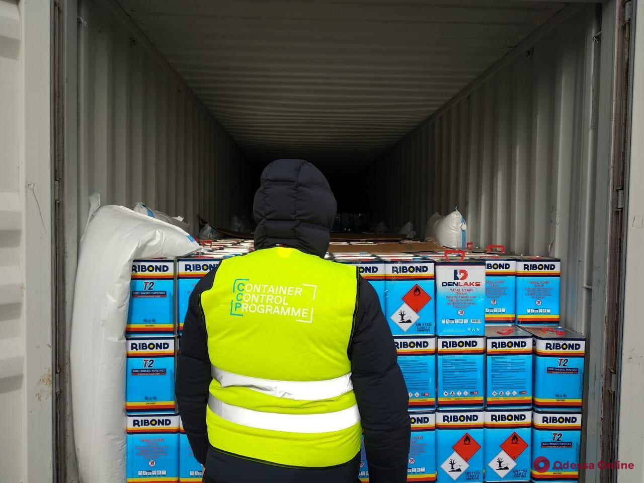 Одесские таможенники обнаружили в клее из Турции 4 тонны прекурсоров