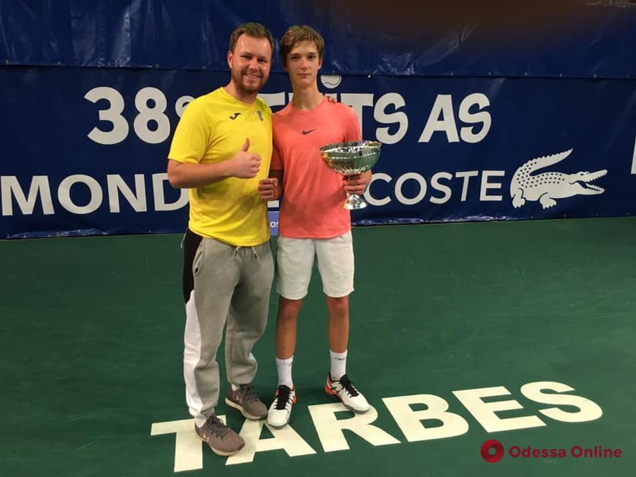 Теннисист из Черноморска выиграл турнир, который не покорялся Федереру и Джоковичу