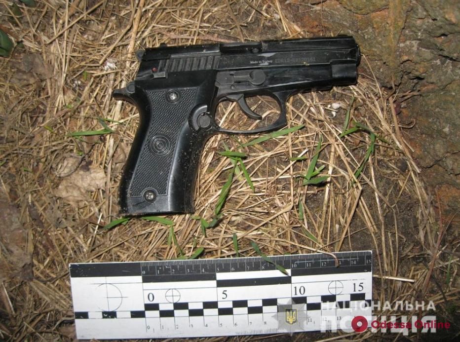 Хотел напугать соседей: пьяный житель села Шабо устроил стрельбу в подъезде