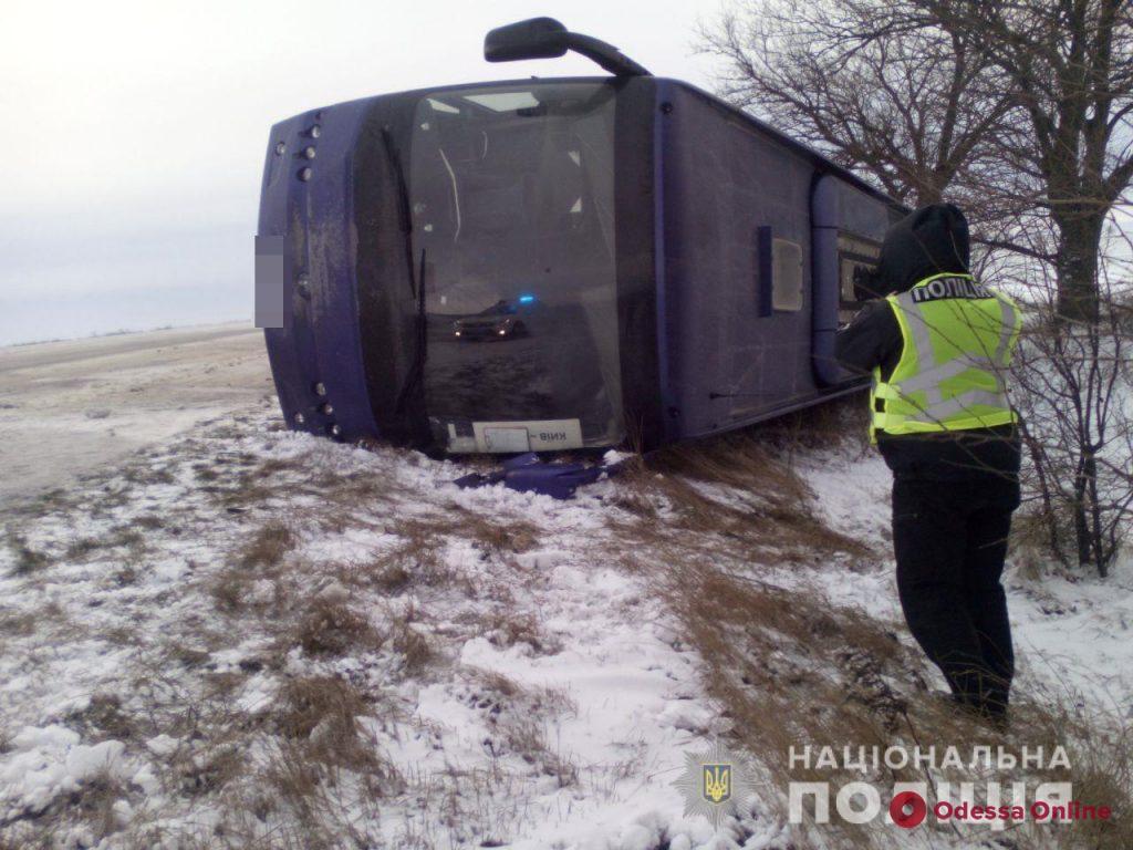 На трассе Одесса-Киев перевернулся рейсовый автобус с пассажирами (обновлено)