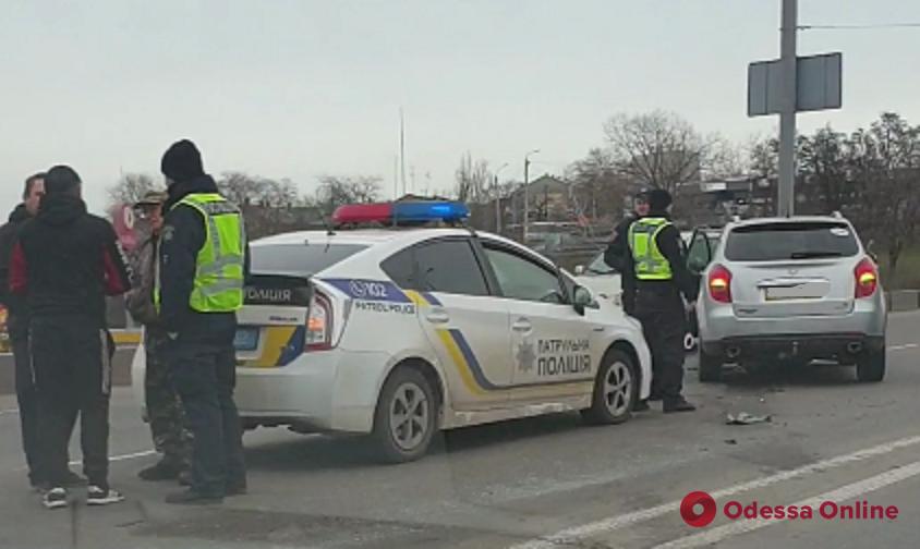 Одесса: возле Центрального автовокзала столкнулись два авто