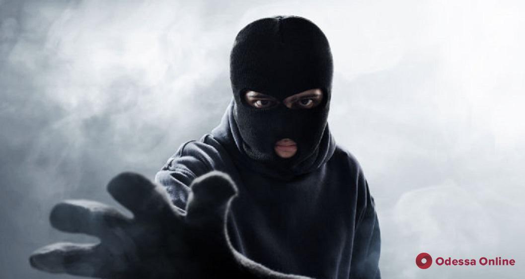 В Белгороде-Днестровском задержали ограбившего железнодорожную кассу 18-летнего парня