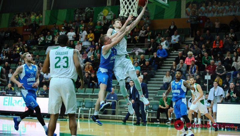 Баскетбол: «Химик»с трудом одолел «Николаев»