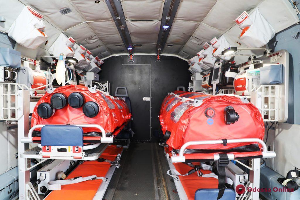 Украинским спасателям передали вертолет для транспортировки больных коронавирусом (фото, видео)