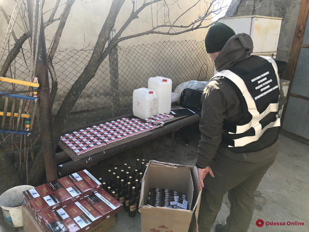 У жителей Одесской области нашли крупную партию нелегального алкоголя и сигарет (фото, видео)