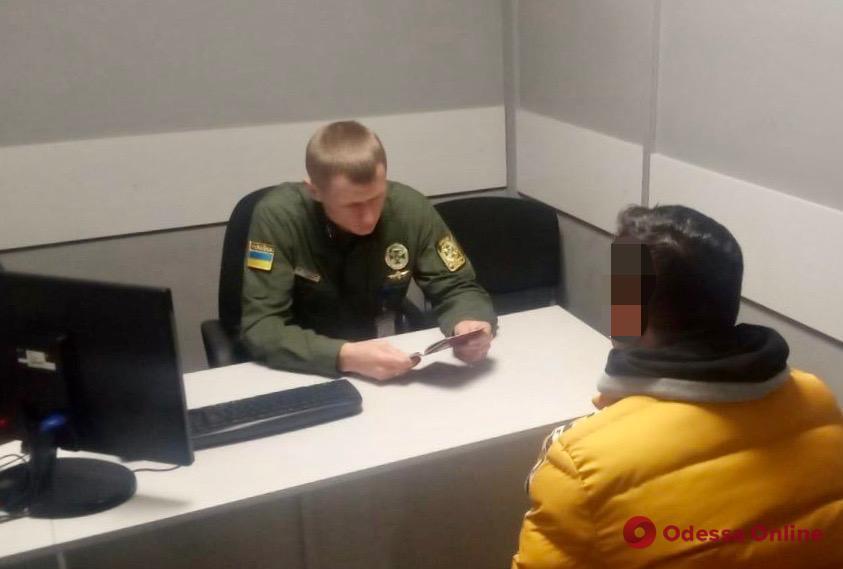 В Одесском аэропорту псевдосемейка из Турции хотела отправиться в Европу по фальшивым визам