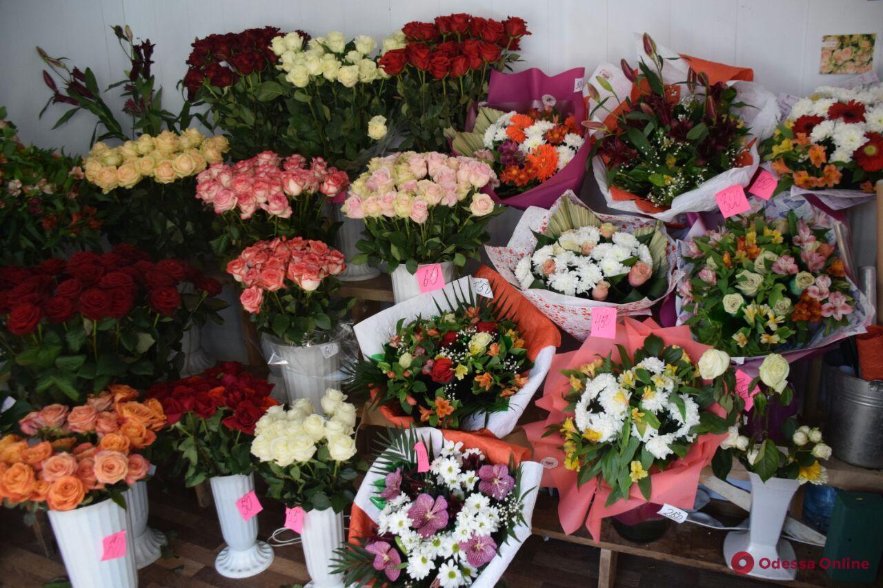 Тюльпаны, розы и гиацинты: во сколько обходятся одесситам букеты ко Дню влюбленных