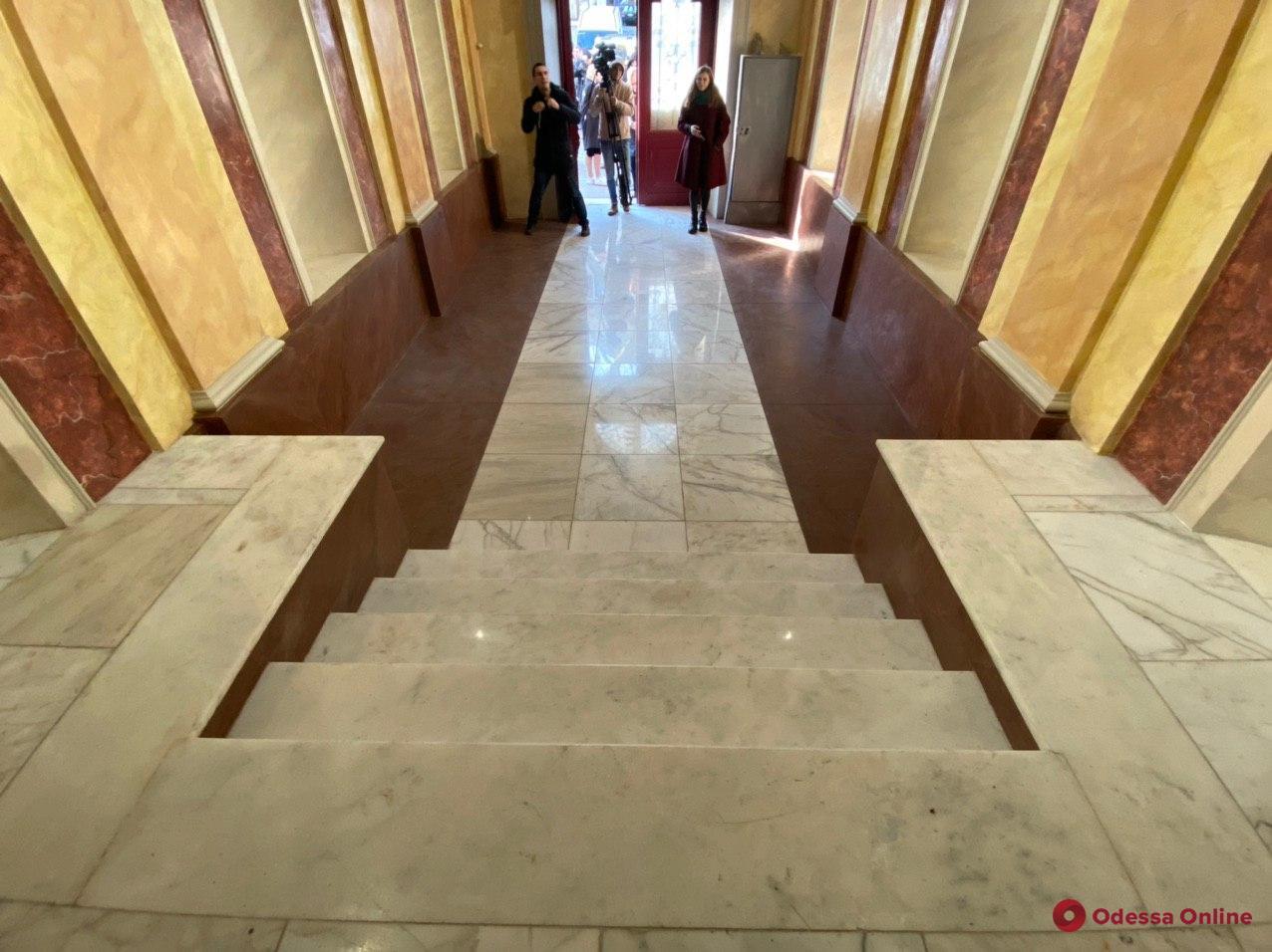 В доме Переца на Пушкинской отреставрировали парадный вход (фото)