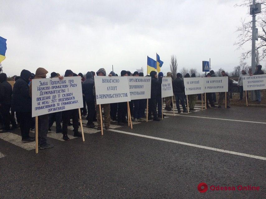 Рыбаки устроили акцию протеста на трассе Одесса—Рени (фото)