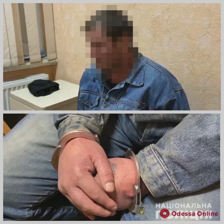 Пьяный сосед во время ссоры ударил одессита ножом в шею