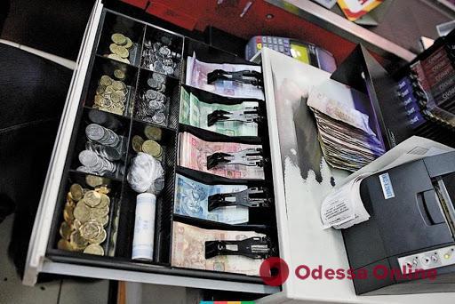 Мегасторож: в Одессе охранник магазина украл деньги из кассы