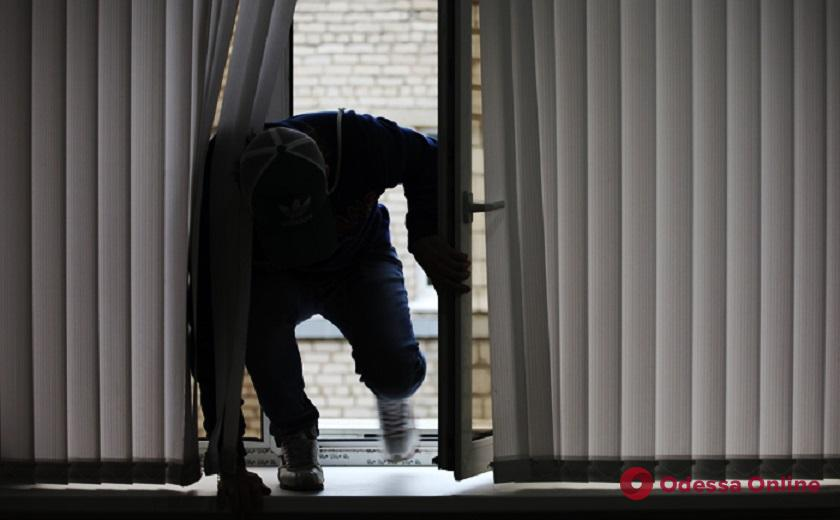 В Одессе вор-рецидивист взял на дело двух подростков