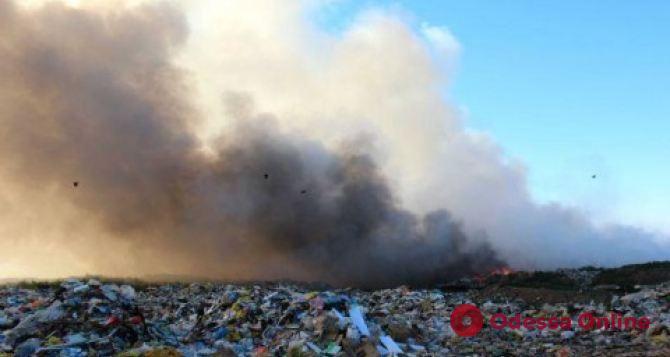 В Одесской области тушили пожар на полигоне бытовых отходов