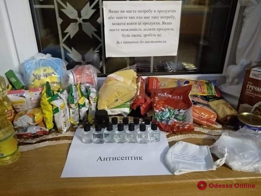 В одесском храме раздают антисептик (фотофакт)
