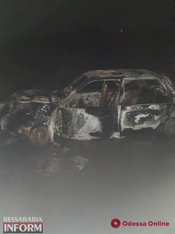 В Одесской области Opel врезался в дерево и загорелся — водитель погиб