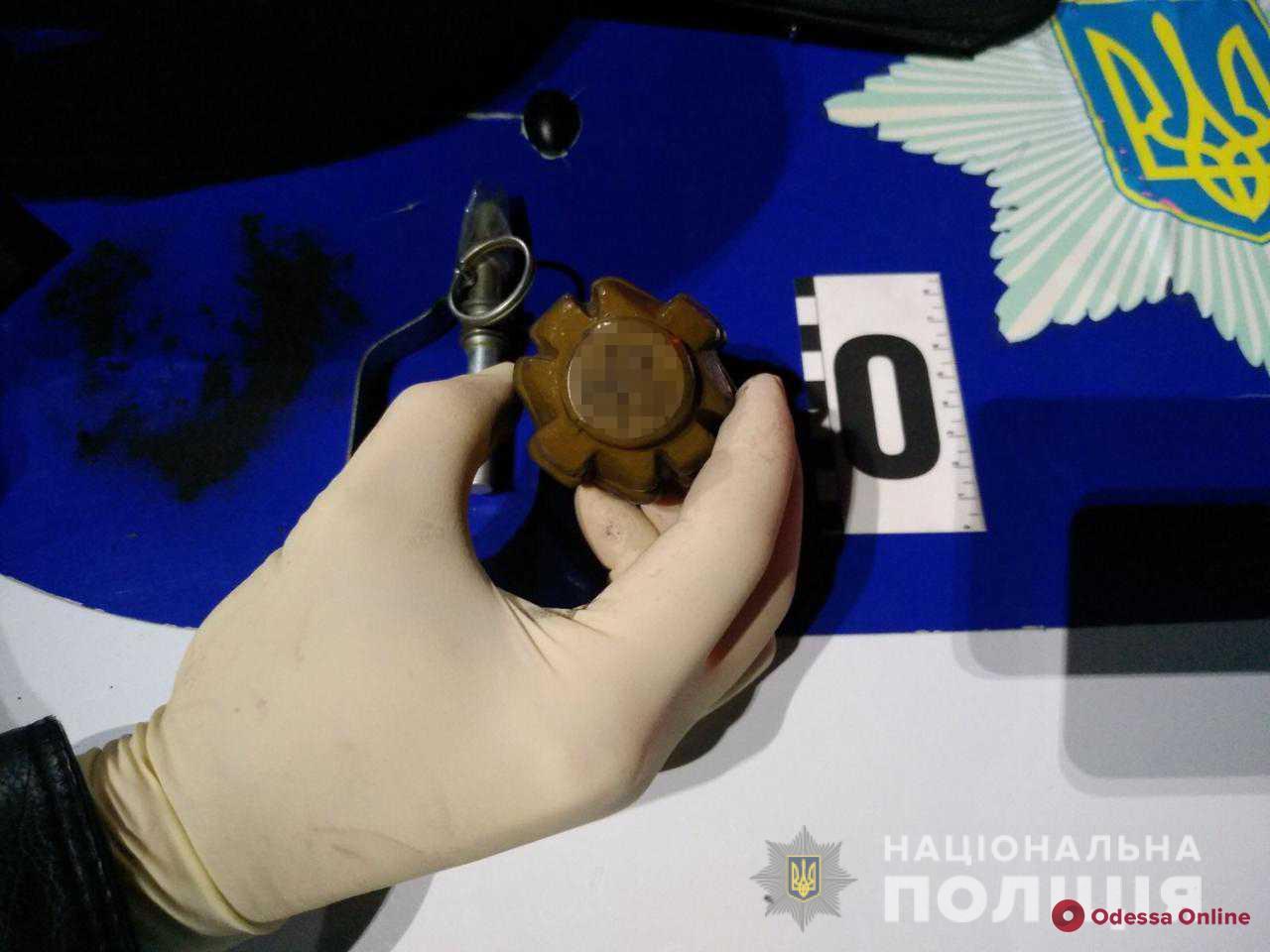 Пьяный житель Одесской области разгуливал по заправке с боевой гранатой