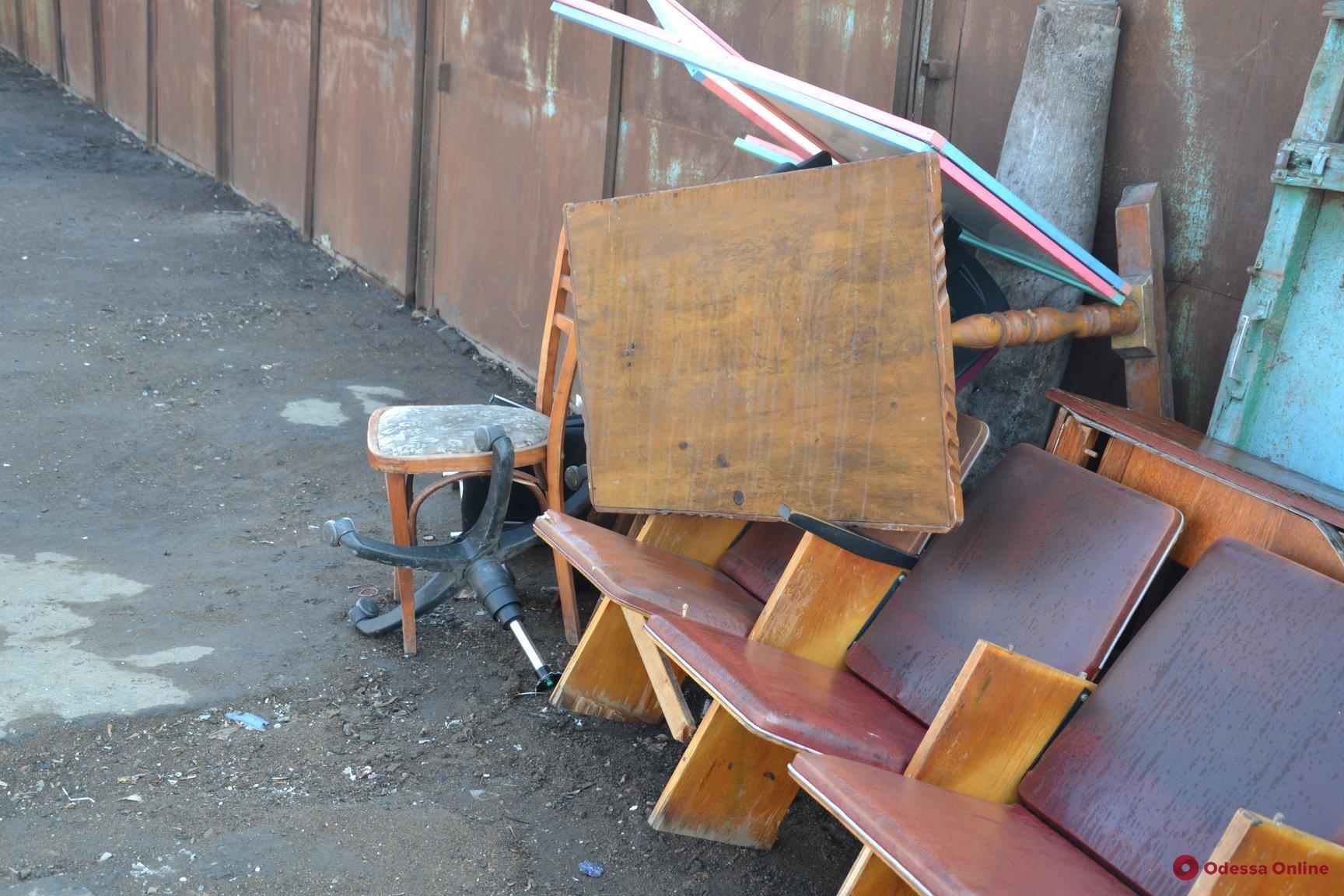 В Одессе появилась четвертая по счету площадка для сбора старой бытовой техники и мебели (фото)